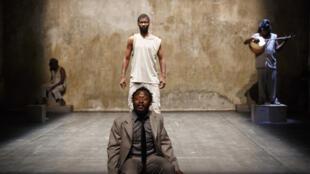 """Parmi les nombreuses pièces venues d'Afrique au Festival d'Avignon cette année: """"Et si je les tuais tous Madame?"""", écrite et mise en scène par le Burkinabè Aristide Tarnagda. Du 23 au 26 juillet à la chapelle des Pénitents blancs."""