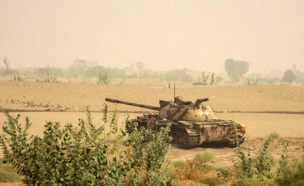 Un char des combattants du gouvernement soutenus par l'Arabie saoudite près de la ligne de front, face aux rebelles houthis, dans la province nord-est du pays de Marib, le 19 juin 2021.
