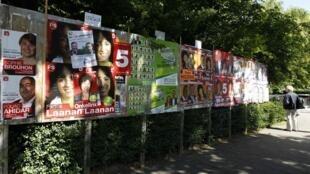 Cartazes com propaganda dos candidatos às legislativas na Bélgica, em rua de Bruxelas.