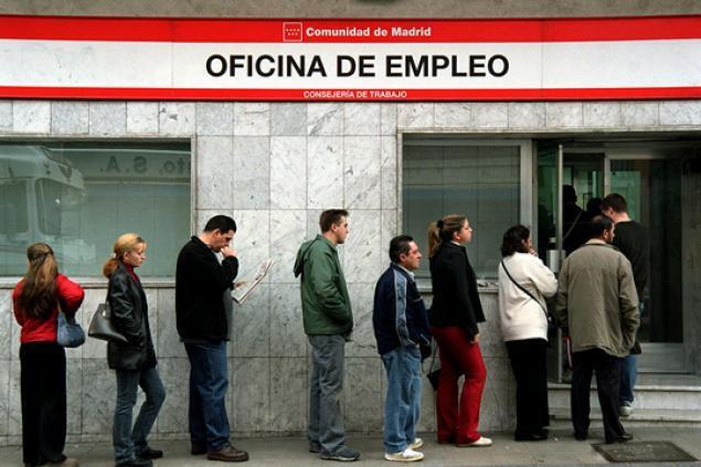 O fim da recessão não repercutiu no desemprego na Espanha, que afeta 25% da população.