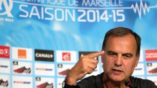 El argentino Marcelo Bielsa en su  primera conferencia de prensa como entrenador del equipo de Marsella el 7 de agosto de 2014.