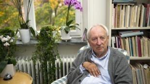2011年10月6日,瑞典著名詩人托馬斯٠特朗斯特羅默在斯德哥爾摩的家中。