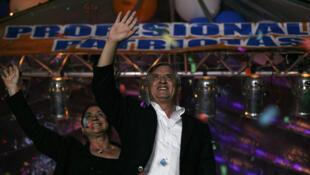 Otto Pérez, presidente electo de Guatemala,  celebra su victoria en las elecciones del 6 de noviembre de 2011.