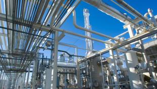 Une raffinerie de gaz naturel.