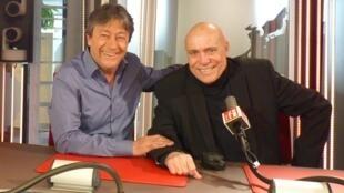El escritor cubano Jorge Luis Camacho con Jordi Batallé en RFI