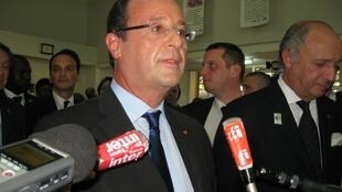 François Hollande devant la presse à Kinshasa en RDC.