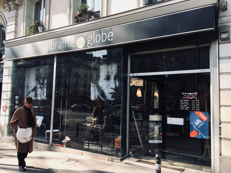Магазин русской книги «Глоб» существует с 1950-х годов и выступает партнером русского павильона на Парижском книжном салоне.