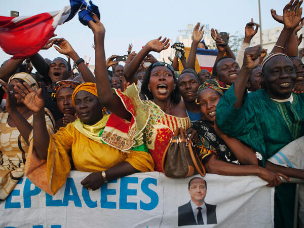 Malians cheering François Hollande at Independence Plaza in Bamako