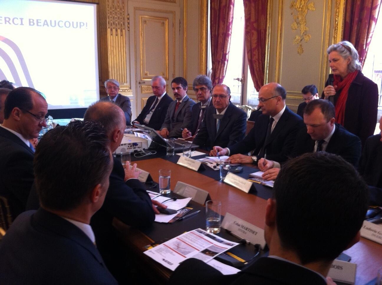 Governador Geraldo Alckmin (quinto da esquerda para a direita) encontrou-se com franceses.