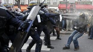 Violência entre policiais e manifestantes