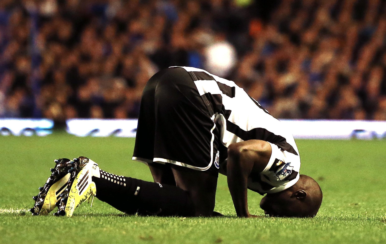Mshambuliaji wa Kimataifa wa Senegal Demba Ba anatarajiwa kujiunga na Chelsea akitokea Newcastle United
