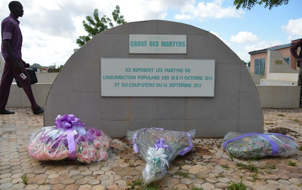 Le carré des martyrs du coup d'État manqué du 16 spetembre 2015 au cimetière de Ouagadougou, au Burkina Faso, le 16 septembre 2016.