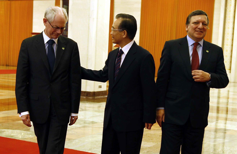 ប្រធានសហភាពអឺរ៉ុបលោក Van Rompuy   ប្រធានគណៈកម្មការអឺរ៉ុបលោក  Barroso និងលោកនាយករដ្ឋមន្ត្រីចិន វិន ជាប៉ាវ
