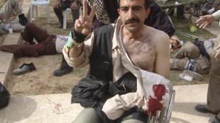 خبرگزاری رویترز توضیح می دهد که تأیید صحت و اصالت این عکس که ظاهراً پس از حمله به اردوگاه اشرف گرفته شده، برایش ممکن نیست.