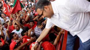 Mauricio Funes, au milieu de ses partisans, à La Herradura, en mars 2009 alors qu'il est candidat de gauche du Front Farabundo Marti pour la libération nationale (FMLN) à l'élection présidentielle.