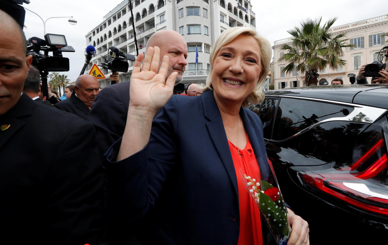 Из Канн Марин Ле Пен отправилась на митинг европейских крайне правых в Ниццу, 1 мая 2018 года.