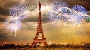 آتش بازی سال نو در پاریس