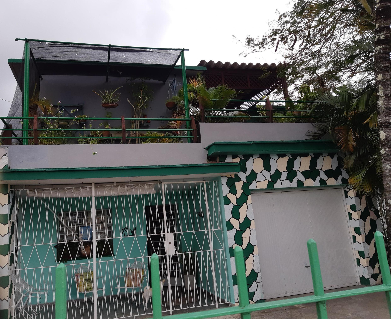 La maison de Leonardo Padura, dans le quartier de Mantilla à La Havane sur la calzada de Managua, autrefois la voie royale qui reliait les deux côtes Nord et Sud de l'île, en son point le plus étroit.