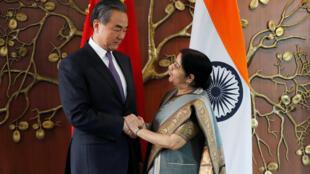 中国外长王毅2018年12月21日在新德里与印度外长斯瓦拉吉会谈。