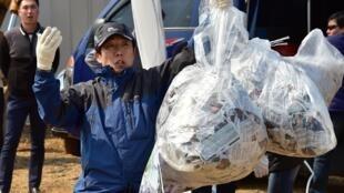 L'envoi de tracts anti-Pyongyang par des militants sud-coréens au nord de la péninsule est régulièrement organisé depuis des années, comme ici Paju le 26 mars 2016.