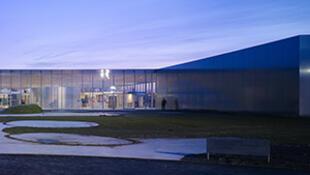 Le Louvre-Lens fête ce mercredi 4 décembre 2013 son premier anniversaire.