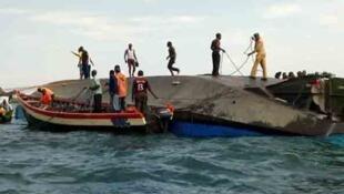 Juhudi za kunasua miili zinaendelea Ziwani Victoria, nchini Tanzania kufuatia kuzama kwa kivuko cha MV Nyerere