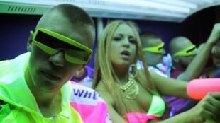 Les rappeurs serbes Gudroslav et Mimi Mercedez.