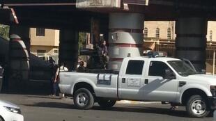 Un combattant de l'EIIL circule dans Mossoul, le 16 juillet 2014.