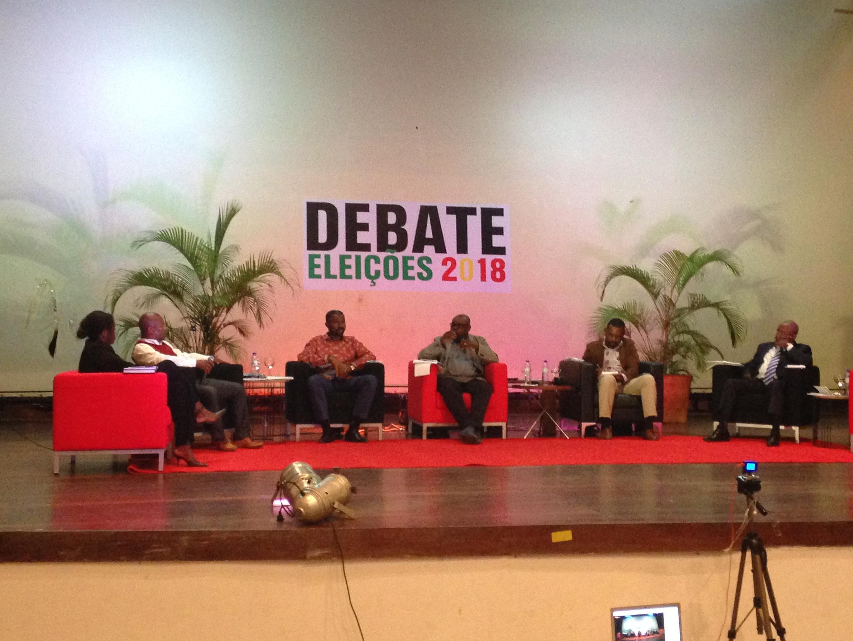 Debate publico de ontem em que estiveram presentes os candidatos da oposição, Elsa Garrido, Martinho Stok, Jorge Bom Jesus e Arlindo Costa.