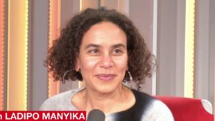 La romancière nigériane Sarah Ladipo Manyika en studio à RFI à Paris, en mars 2018.