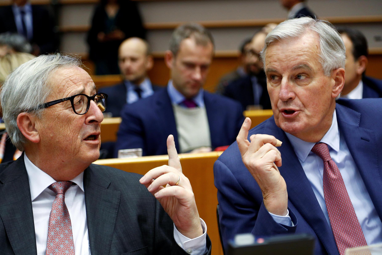 Le président de la Commission européenne Jean-Claude Juncker (g.) aux côtés du négociateur en chef des Vingt-Sept, Michel Barnier, en session plénière, ce mercredi 30 janvier 2019, à Bruxelles. à Bruxelles.