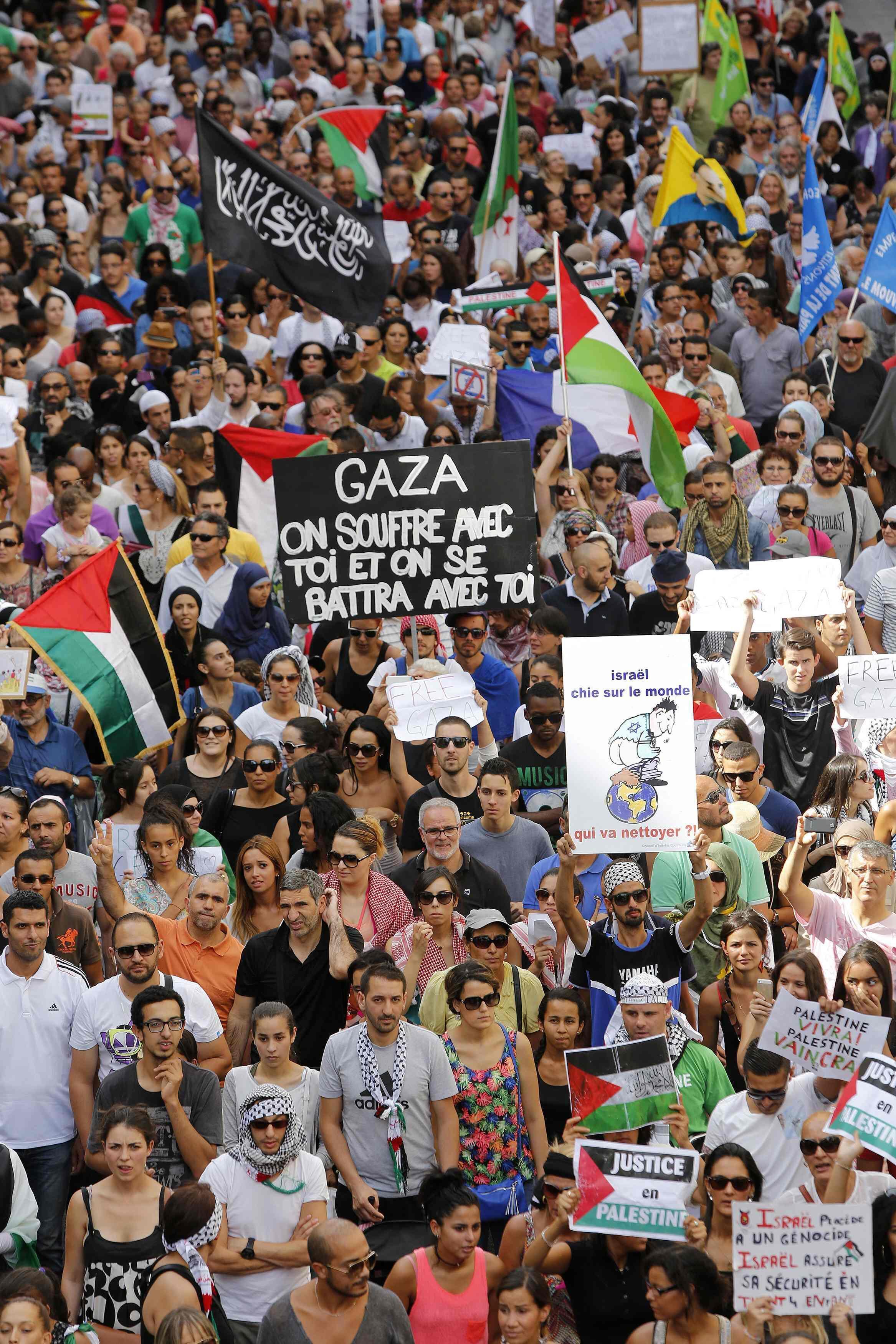 Várias manifestações a favor da população de Gaza e contra os bombardeios de Israel, nesta foto, na cidade de Marselha, sul da França. 19 de julho de 2014.