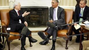 Tổng thống Mỹ Barack Obama tiếp Tổng Bí thư đảng Cộng sản Việt Nam (T) tại Nhà Trắng, Washington, 07/07/2015