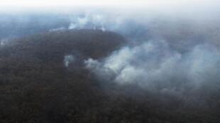 Une vue aérienne d'un feu de forêt en Amazonie près de Robore, en Bolivie, le 25 août 2019.