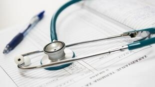 Objets de «suspicion», les étrangers malades ont souvent du mal à se faire soigner en France.