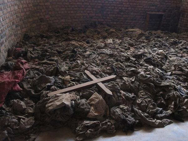 Moja ya makaburi ya Rwanda baada ya machafuko ya mwaka 1994
