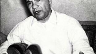 عبدالعلی وزیری در شیوۀ نواختن تار نیز پیرو پسرعمویش کلنل وزیری بود