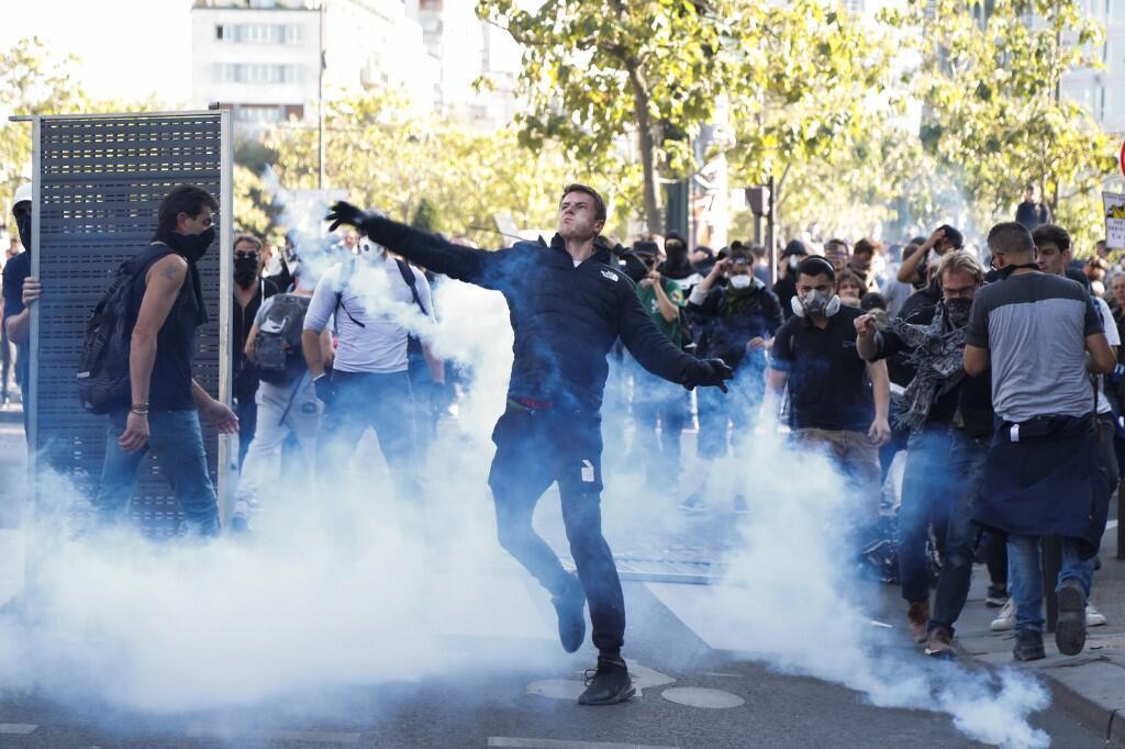 تظاهرات جنبش جلیقه زردها و معترضین به برنامه دولت برای اصلاح قوانین بازنشستگی در فرانسه روز شنبه ۲۱ سپتامبر / ۳۰ شهریور به رویارویی پلیس پاریس با تظاهرکنندگان انجامید.