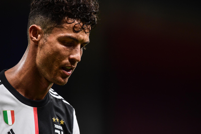 Cristiano Ronaldo, avançado português da Juventus, marcou mais um tento nesta temporada, mas não impediu a derrota frente ao AC Milan por 4-2.