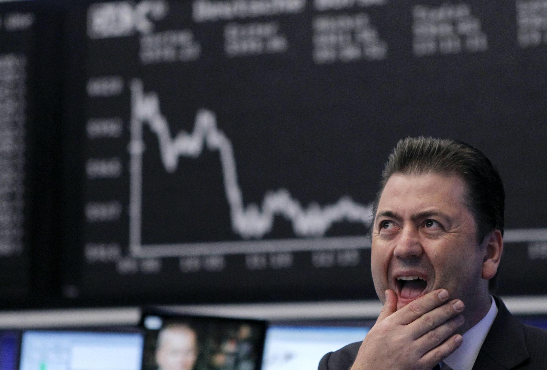 Operador da Bolsa de Frankfurt reage à queda das ações nesta quarta-feira.