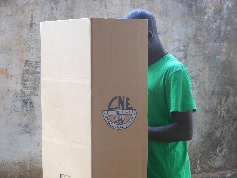 De acordo com as autoridades guineenses, foram recenseados cerca de 900 mil potenciais eleitores.