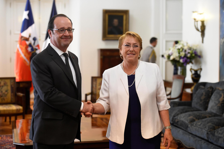 François Hollande e a presidente do Chile, Michelle Bachelet, no mês passado