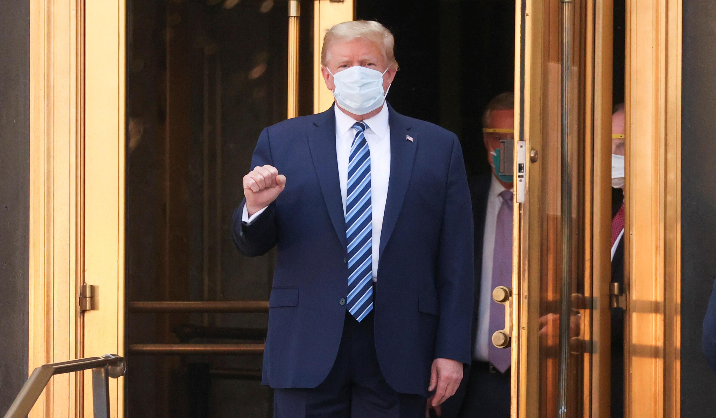 Rais Donald Trump akiondoka Hospitali ya Walter-Reed alikokuwa akitibiwa Covid-19, Oktoba 5, 2020.