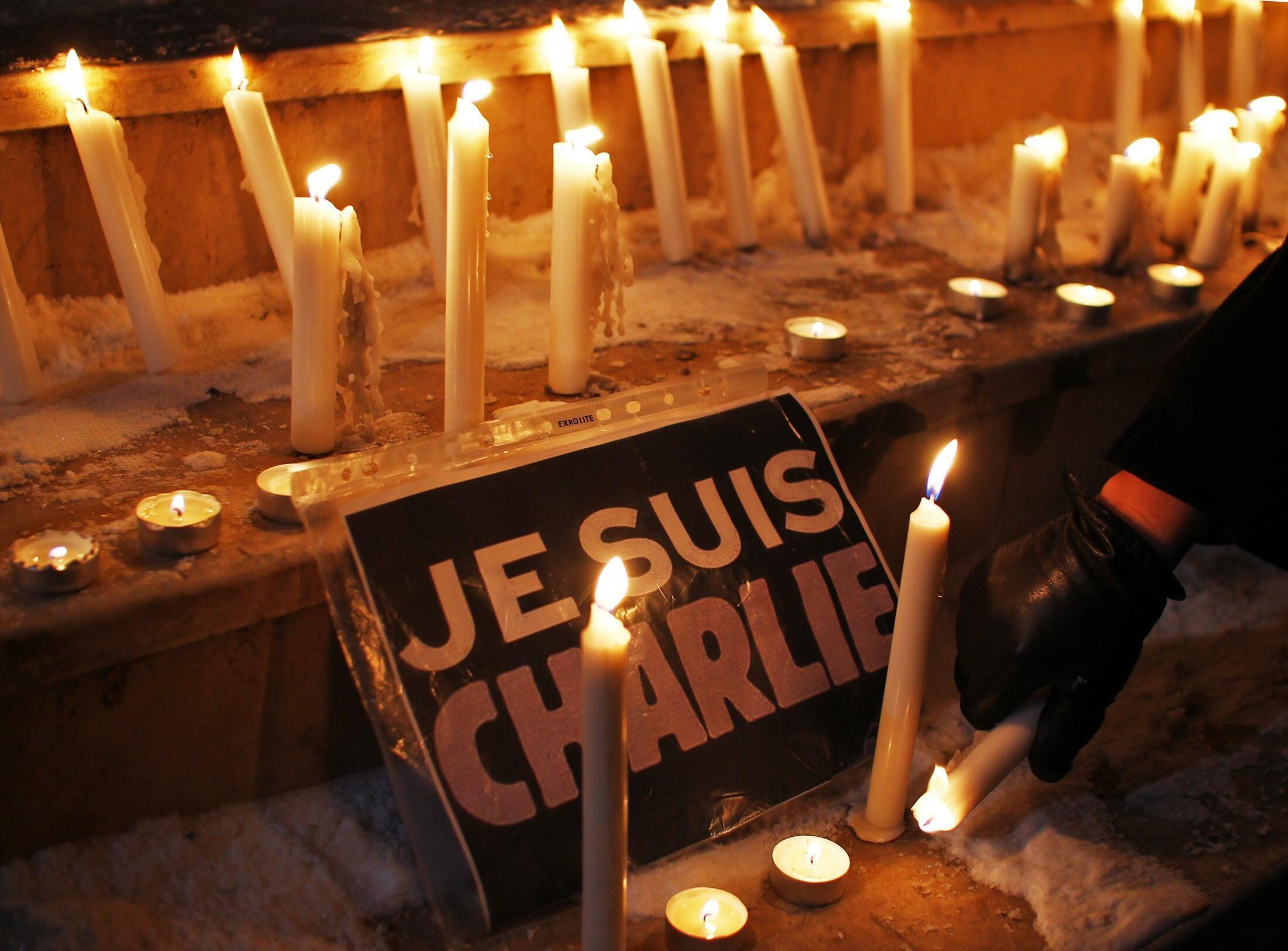 """""""Yo soy Charlie Hebdo"""" : la consigna de miles de manifestantes que condenaron en Francia el atentado contra el semanario satírico. Para muchos, un símbolo de libertad"""