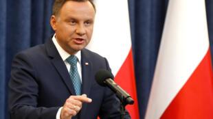 Tổng thống Ba Lan Andrzej Duda thông báo trên truyền hình quyết định phủ quyết dự luật cải cách Tối Cao Pháp Viện, ngày 24/07/2017.