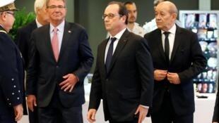 Presidente François Hollande recebeu Ministros da Defesa de 12 países da coligação anti - E.I.