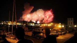 Des manifestations ont eu lieu en marge des festivités du cinquantenaire de l'indépendance du pays. Ici, le feu d'artifice du 4 juillet 2012.