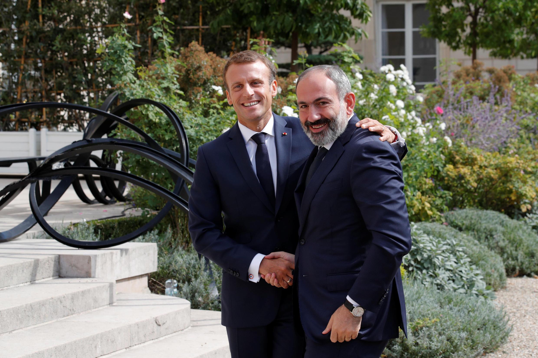 Премьер-министр Армении Никол Пашинян с президентом Франции Эмманюэлем Макроном в Париже 14 сентября 2018