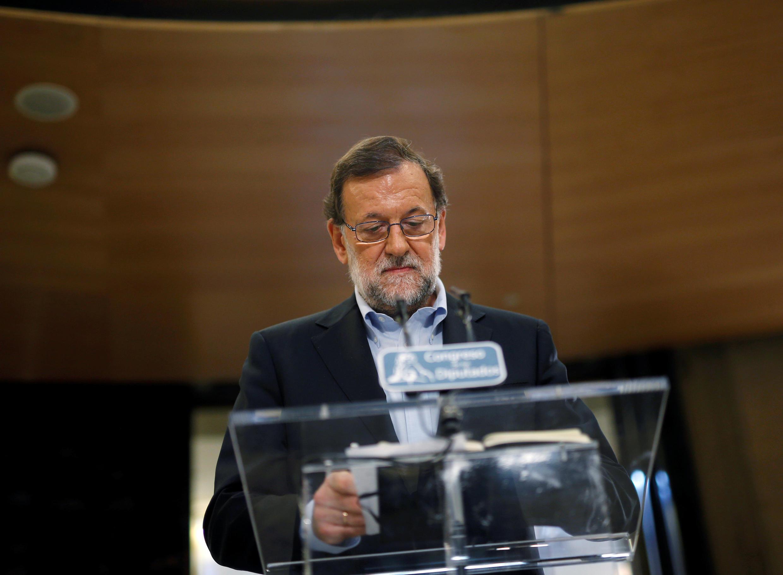 Mariano Rajoy llamó a sus rivales socialistas a abstenerse para dejarle gobernar en minoría.