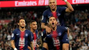 Les joueurs du PSG célèbrent le 3ème but de la partie, inscrit par Kylian Mbappé, contre l'AS Monaco. Cette victoire sacre le PSG champion de France, le 22 avril 2019, au Parc des Princes à Paris.